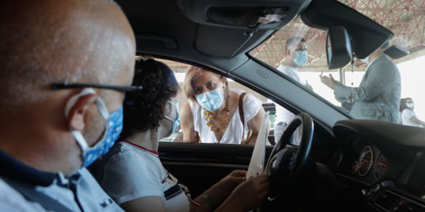 Emigrantes recebidos com vários conselhos na fronteira de Vilar Formoso
