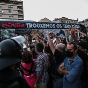 Centenas protestaram no Campo Pequeno contra a homenagem ao cavaleiro João Moura