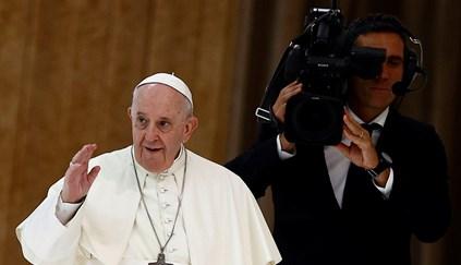 Papa diz que um enfermeiro lhe salvou a vida na sequência da cirurgia ao colón
