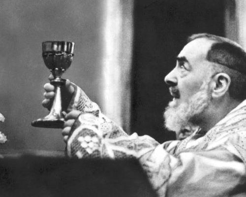 São Pio de Pietrelcina atrai multidões