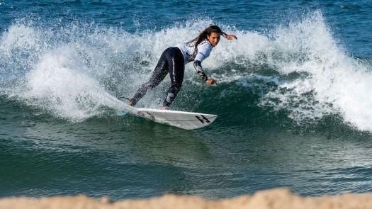 Liga MEO Surf – Carina Duarte e Mafalda Lopes destacam-se no arranque da prova feminina em Supertubos