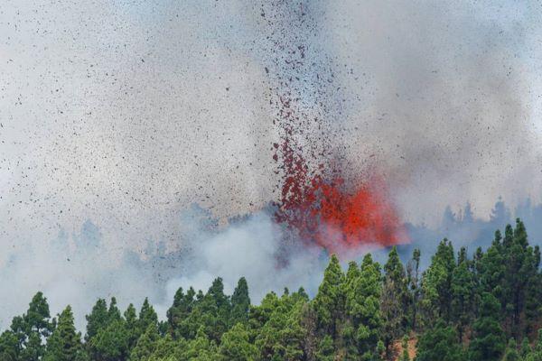 Vulcão Cumbre Vieja entra em erupção nas Canárias