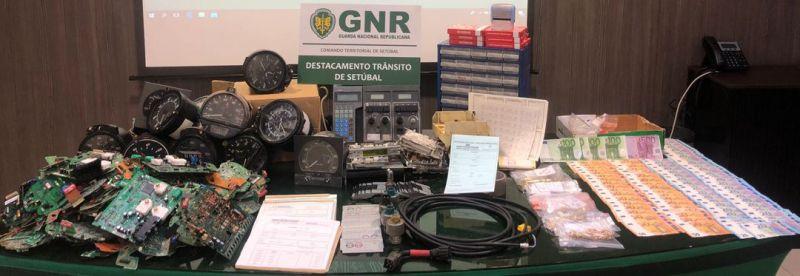 Dois detidos e 70 veículos apreendidos em operação da GNR em vários concelhos