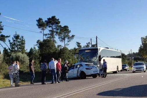 Um morto e 15 feridos leves em acidente entre autocarro e automóvel na Batalha