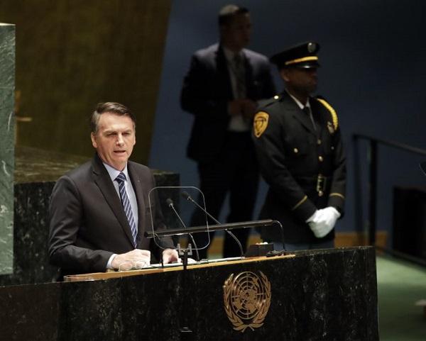 """Mundo   Bolsonaro diz na ONU que países """"questionaram a soberania do Brasil"""" por causa da Amazónia"""