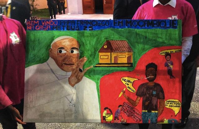 """Moçambique   Presidente Nyusi entrega """"Casa Mateus 25"""" à Igreja Católica"""