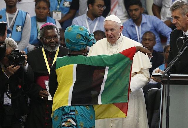 """Moçambique   Santo Padre usa exemplo da marrabenta e pandza para pedir """"não deixem de fora os vossos idosos"""""""