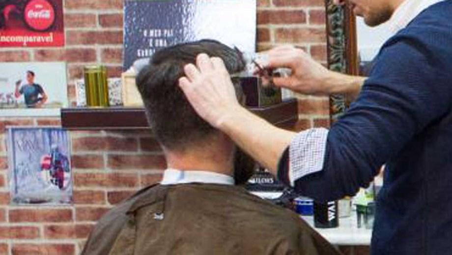 Covid-19: Acesso a cabeleireiros será por marcação e com número limitado de clientes