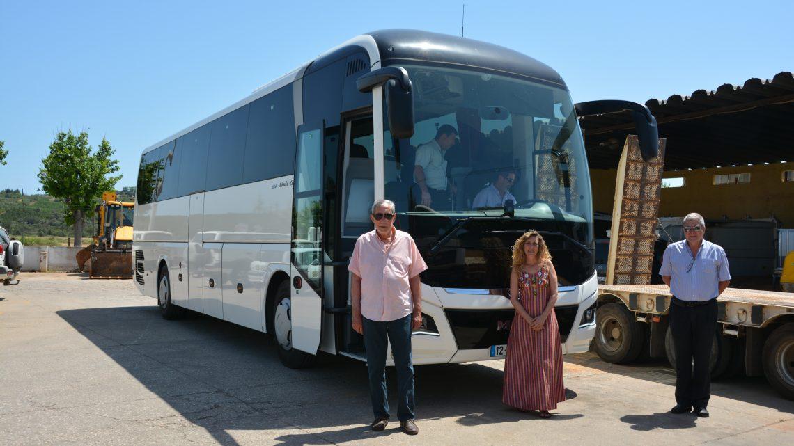 Município de Silves adquiriu um autocarro para transporte de passageiros