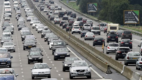 Tráfego rodoviário de férias gera 700 quilómetros de engarrafamentos em França