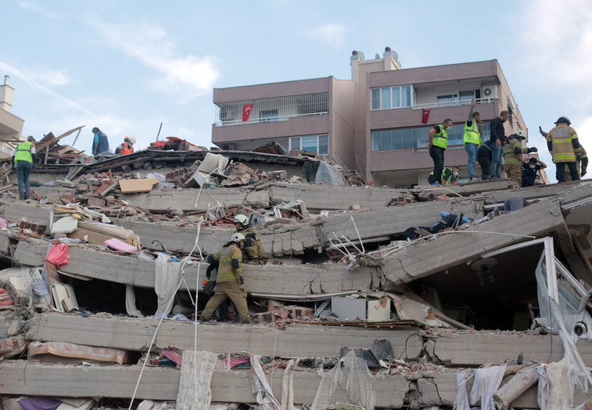 Número de vítimas de sismo na Grécia e Turquia sobe para 19 mortes e 709 feridos