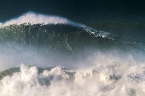 """Nazaré: Surf proibido na Praia do Norte devido """"à promoção da aglomeração de público"""""""