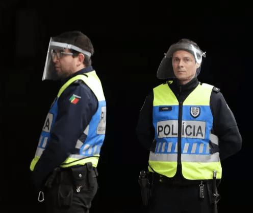 """Está a planear uma festa de Ano Novo? """"Não estranhe a visita da polícia"""""""