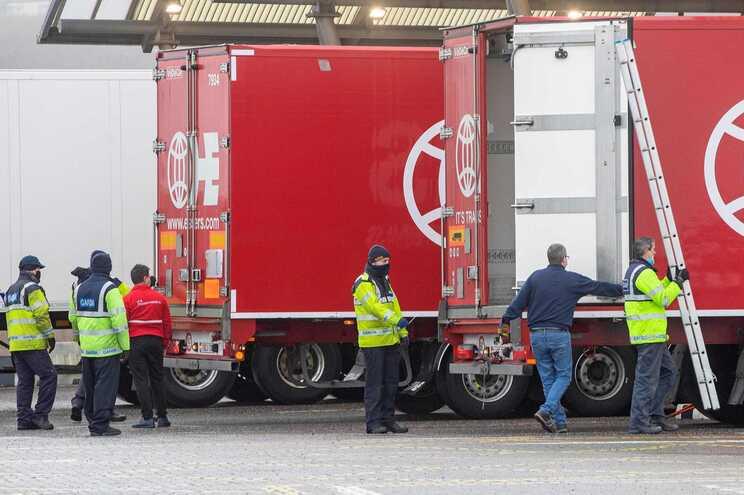 França não exige teste aos camionistas que entrem no seu território