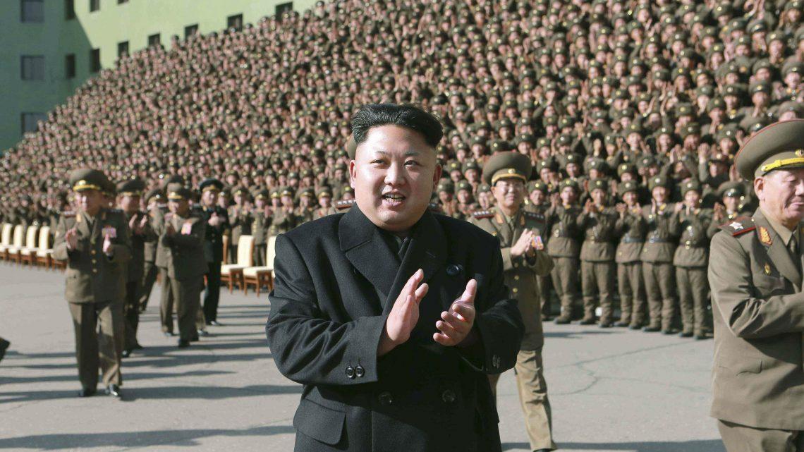 Kim Jong-un exibe poder militar em Pyongyang