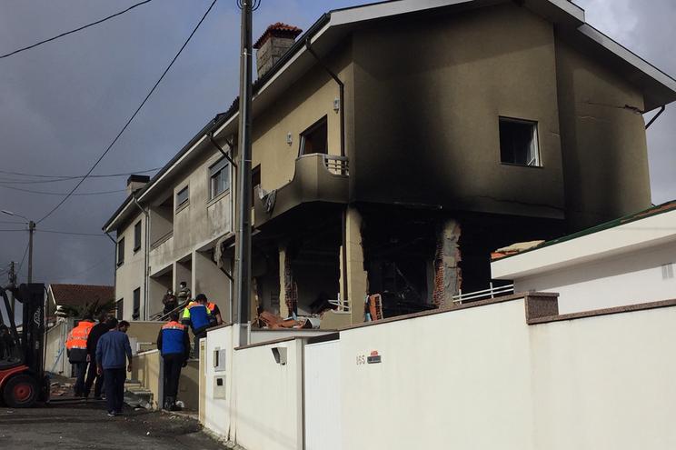 Explosão numa habitação faz dois feridos graves em Valongo