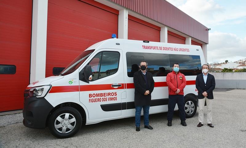 Município oferece ambulância aos Bombeiros de Figueiró