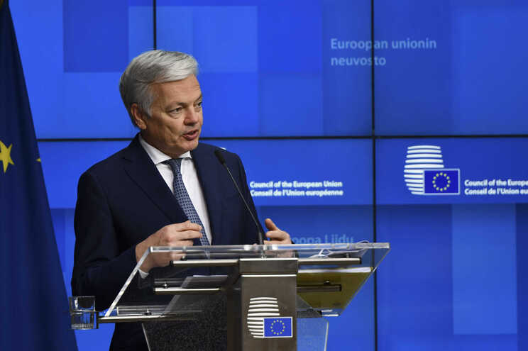 """Bruxelas """"confiante"""" em livre circulação na Europa no verão"""
