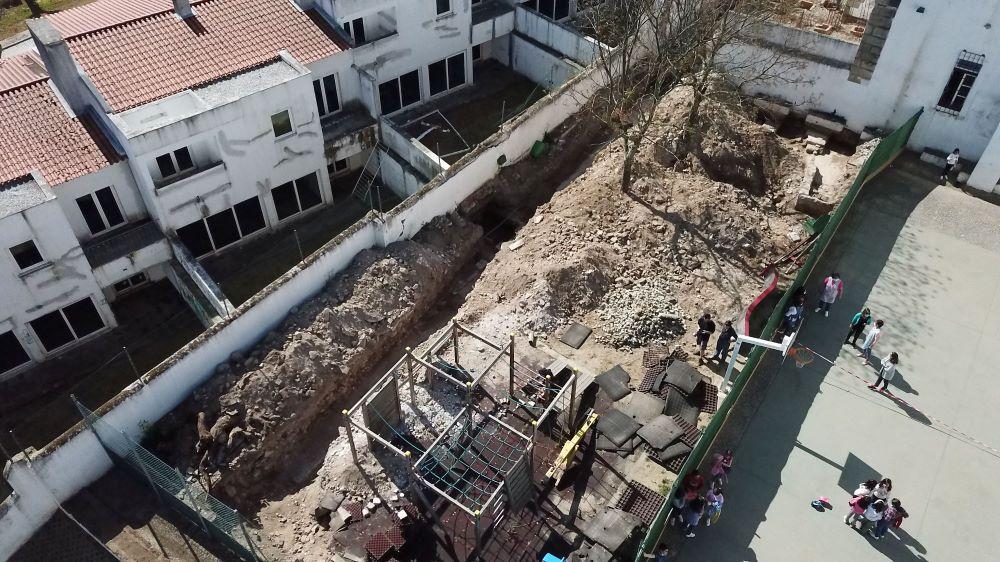 Évora | Escavações arqueológicas na EB1 de São Mamede revelam 14 capelas do antigo Mosteiro de Santa Mónica