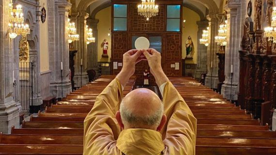 Culto católico abandonado na pandemia