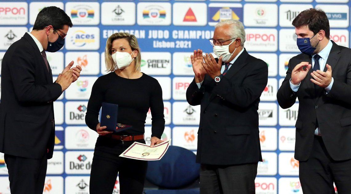 """PM condecora Telma Monteiro, """"estrela que guia"""" o judo português"""