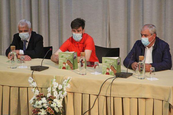 """Livro   """"O Menino, o burro e a couve"""" apresentado em Proença-a-Nova"""
