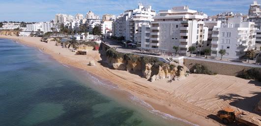 Município de Silves procede à regularização do areal na Praia de Armação de Pêra e na Praia Grande (PÊRA)