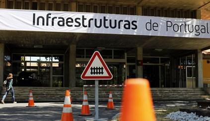 """Greve da Infraestruturas de Portugal na quarta-feira pode causar """"perturbações significativas"""" na circulação de comboios"""