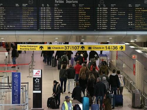 Jovens continuam a pensar em emigrar, mas só com garantias