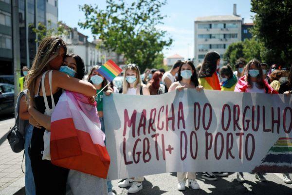 Centenas de pessoas participaram na Marcha do Orgulho Gay no Porto