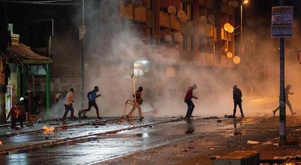 """Comunidade portuguesa """"assustada"""" com distúrbios violentos na África do Sul"""