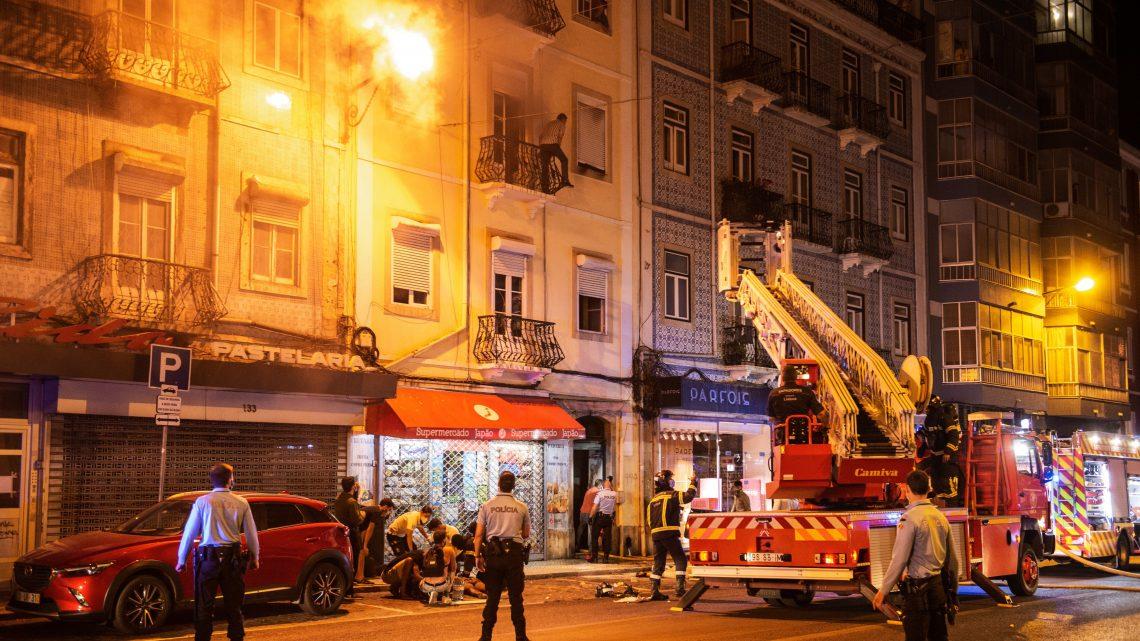 Lisboa   INEM confirma 2 mortos e 11 feridos em incêndio em prédio em Lisboa