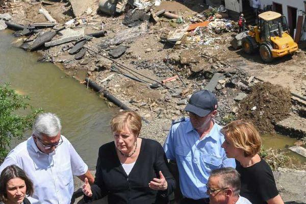 """Merkel promete """"ajuda urgente"""" perante cenário """"surreal"""" de inundações"""