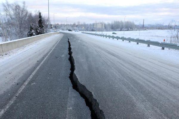 Sismo de magnitude 8,2 ao largo do Alasca desencadeia alerta de tsunami