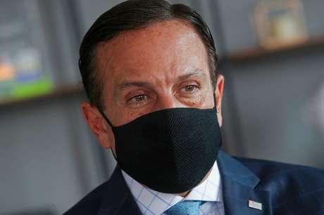 Governador de São Paulo critica Bolsonaro e aposta na vacinação