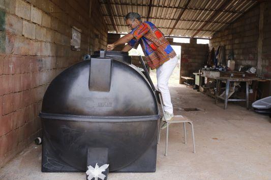 Estudante universitário cabo-verdiano cria projeto que transforma lodo em gás de cozinha