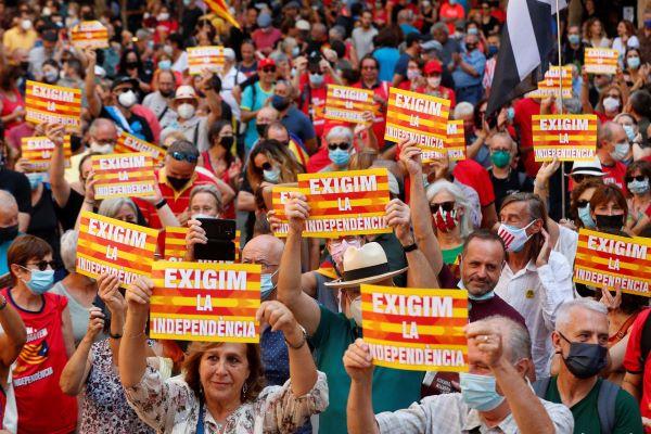 Milhares de pessoas nas ruas de Barcelona pela independência da Catalunha