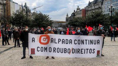 """Trabalhadores da refinaria de Matosinhos manifestam-se contra """"cinismo"""" de António Costa"""
