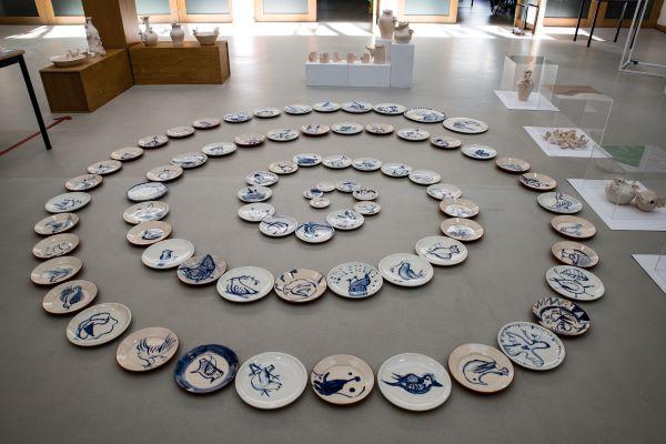 """Évora   """"Com Mãos se faz a Paz"""" projeto criativo de alunos e professores da escola Gabriel Pereira culmina em exposição de cerâmica"""