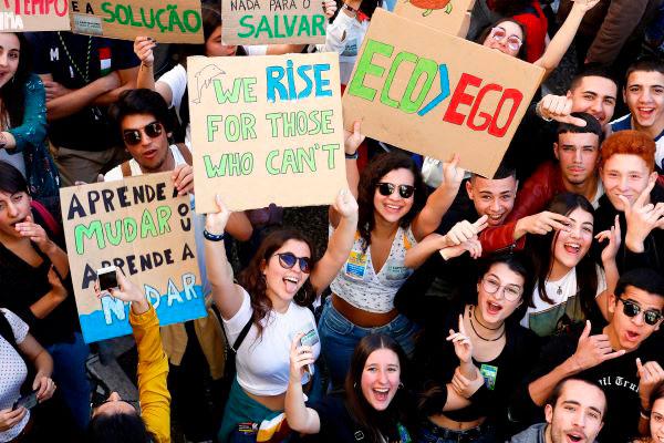 Jovens portugueses otimistas com a sua vida mas cautelosos quanto à situação climática, económica e política do país
