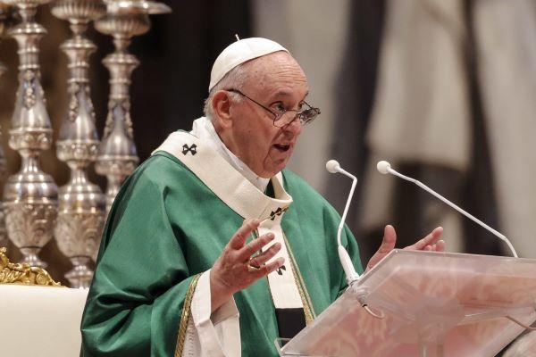 """Papa pede ao clero uma igreja """"não assética"""" e próxima dos problemas das pessoas"""