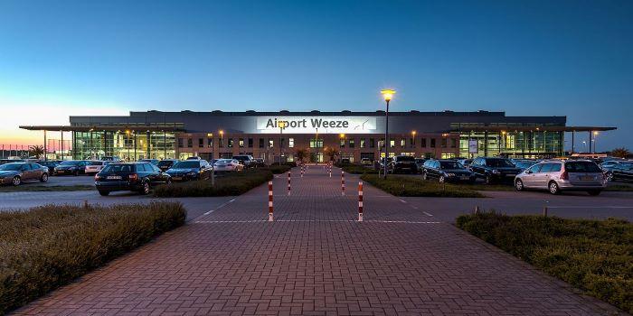 Tráfego no aeroporto alemão de Weeze esteve interrompido devido a entrada de carro