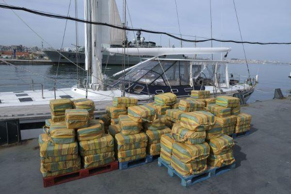 """""""Maré Branca"""". Traficantes detidos em veleiro com 5,2 toneladas de cocaína são dois espanhóis e um peruano"""
